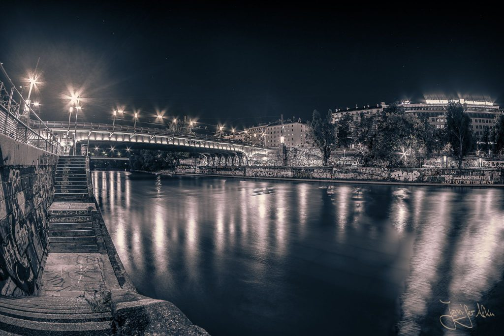 Donaukanal Wien bei Nacht