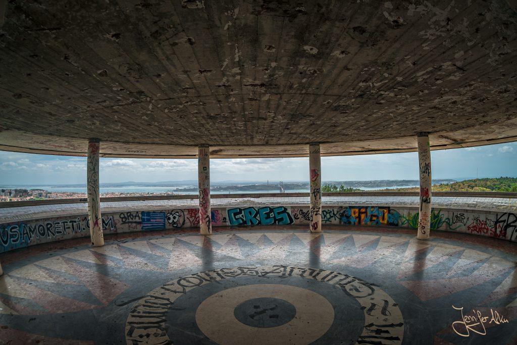 Aussichtspunkt und Lost Place: Panoramico de Monsanto in Lissabon