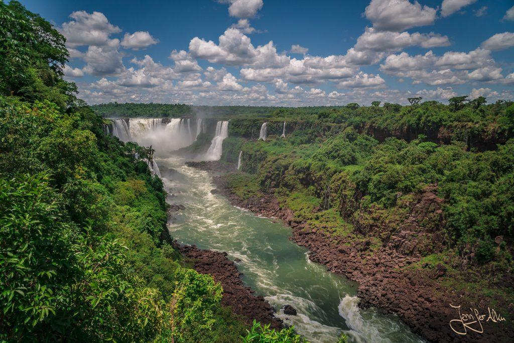 Aussicht auf den Teufelsschlund - Iguazu Wasserfälle in Brasilien